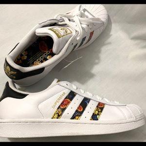 SOLD!   Adidas Originals Superstar Women Shoes